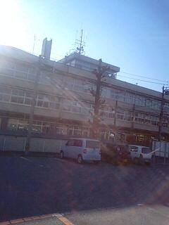 飯田市役所前にて