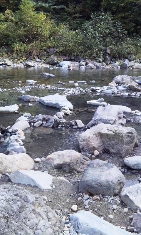 河原に沸き出す天然温泉