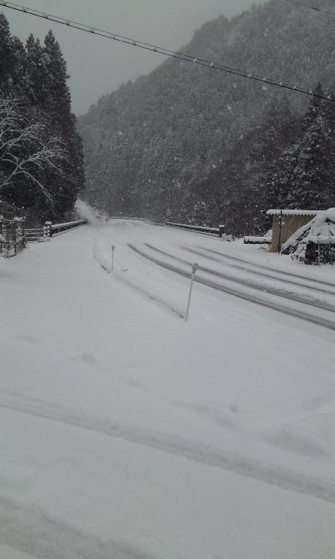 雪降りの遠山郷